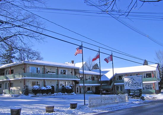 Lake placid hotel motel accommodations town country for Town country motor inn